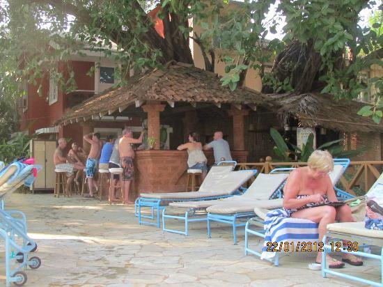 Aldeia Santa Rita: outside bar area
