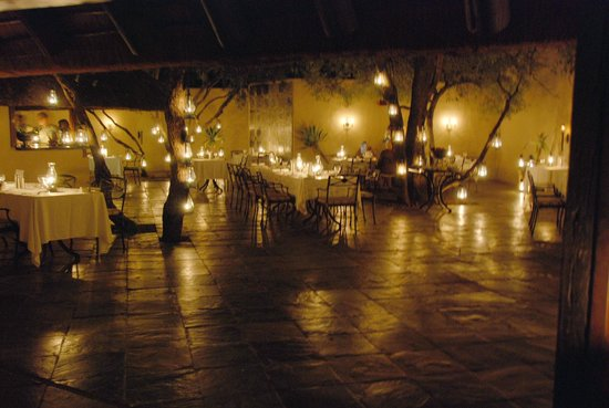 andBeyond Ngala Safari Lodge: candlelit dinner