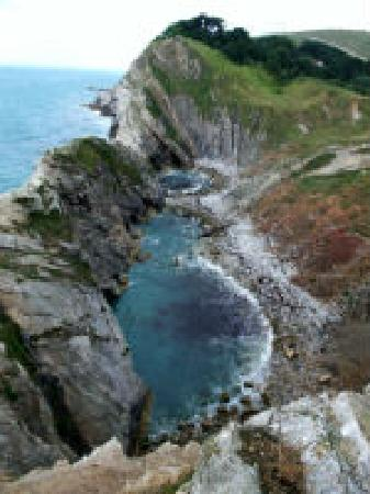 ‪South West Coast Path- Lulworth Cove & The Fossil Forest Walk‬