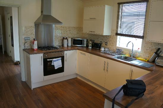 Riverside Caravan and Camping Park: Kitchen