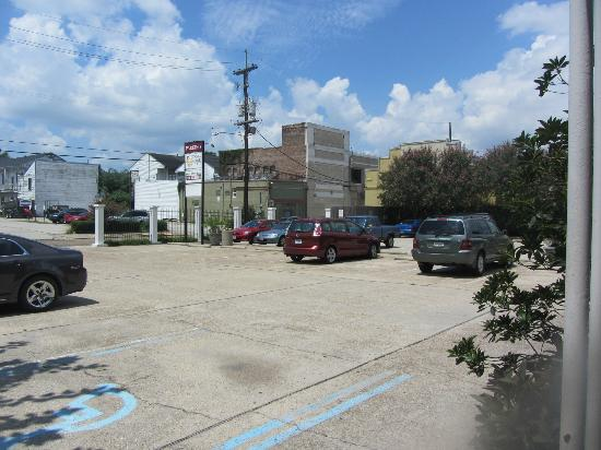 Prytania Park : View of the parking lot as you leave the lobby