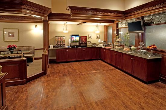 Clarion Inn & Suites by Hampton Convention Center: Breakfast Area