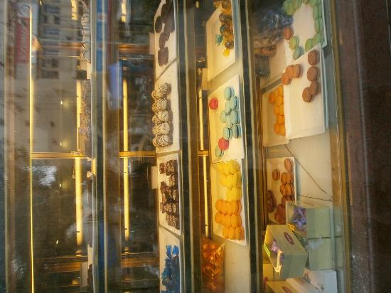 Theobroma : Window with displayed cakes and pastry