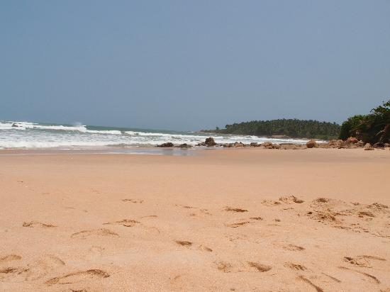 Kedas Lodge: Beach close to the Lodge