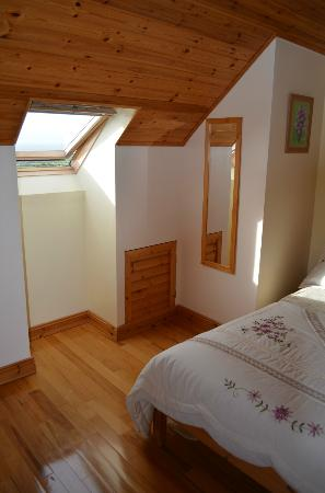 Orchid House Bed & Breakfast: Upstairs corner bedroom