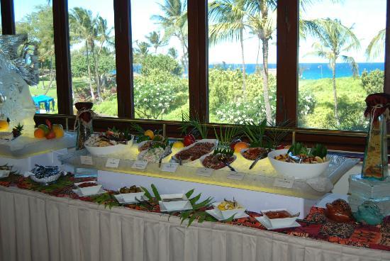 Molokini Bar & Grille: Salad and seafood table