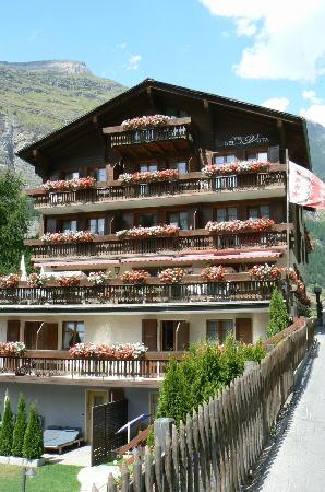 Hotel Bella Vista: Terrasse et Chambres avec vue sur le Cervin