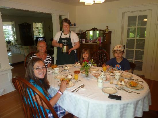La Rosetta Bed & Breakfast: Breakfast with Jayne