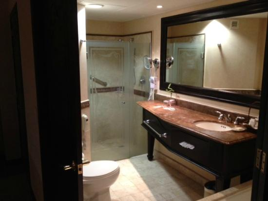 Crowne Plaza Hotel de Mexico: Club Floor King Bath
