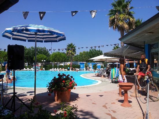 Villaggio Welcome Riviera d'Abruzzo: Una delle due piscine con zona riservata ai bimbi e piccolo angolo idromassaggio