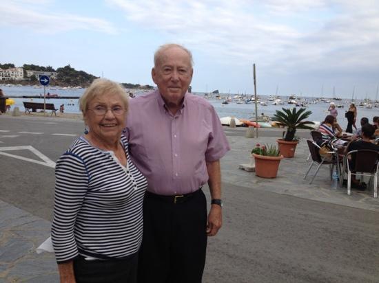 Fonda Vehi : my parents enjoyed a romantic evening at a seaside cafe