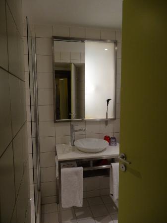 Mama Shelter Paris: Bathroom