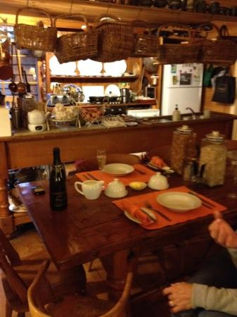 The Swifts B&B: breakfast in a very nicely decorated galley