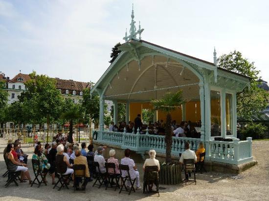 Badener Hof: Летняя веранда для концертов в Бадене