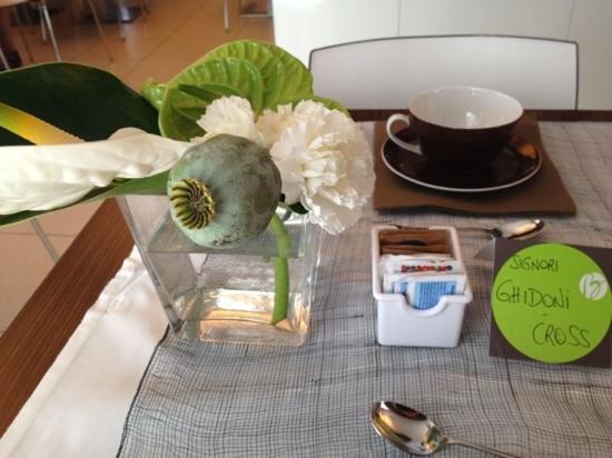 Hotel Belvedere: flowers at breakfast