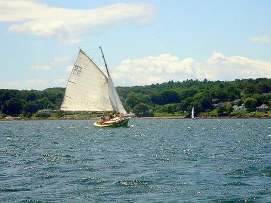 Rockland Sailing Co. : Anna R. sailing in Rockland Harbor