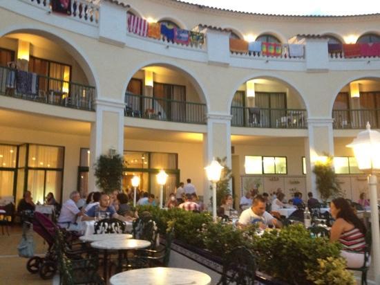 Hotel Pino Alto: restaurante al aire libre
