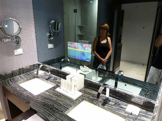Ivy Boutique Hotel: TV built into mirror, but mirror too dark to put makeup on or style hair