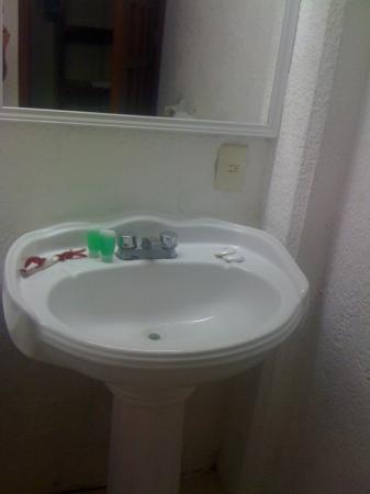 Hotel Batab: Lavabo cómodo