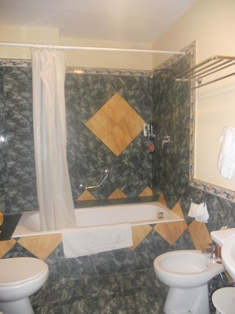 Grand Hotel Parco Del Sole: Our Bathroom but not all have baths