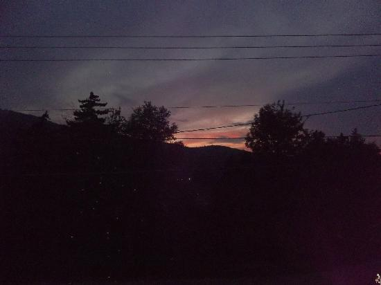 Inn at Mount Snow : Backyard Sunset from Room #1