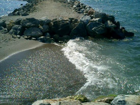 Club Cherry Apart: BEACH ALL PEBBLES,VERY HARD 2 WALK ON