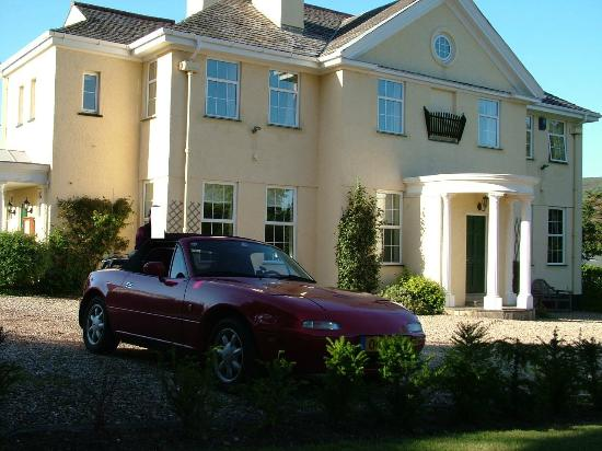 Exmoor Country House : MX5 in front of Exmoor House