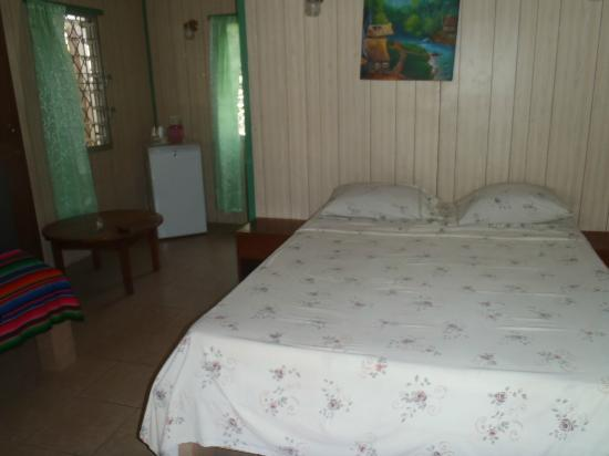 Tropicool Hotel: Double bed + Single Bed