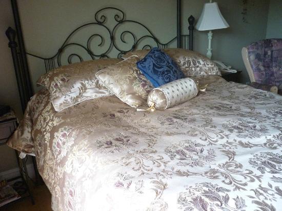 Au NIDaigle: Comfy bed