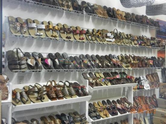 Caruaru, PE: Sandálias de couro