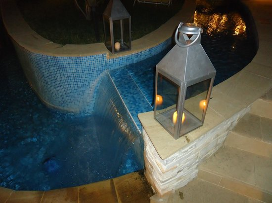 The Cliff Beach & Spa Resort: pool by night