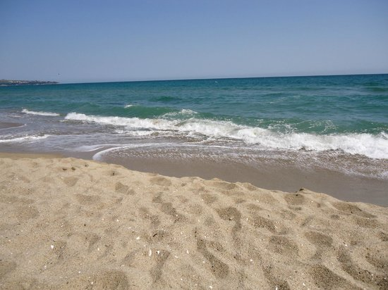 The Cliff Beach & Spa Resort: the beach under the hotel