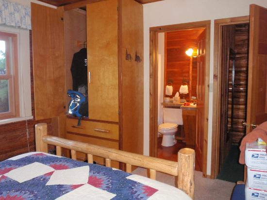 Averill's Flathead Lake Lodge: All rooms include private bathrooms