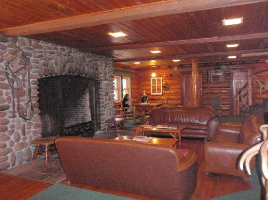 Averill's Flathead Lake Lodge: Common area of the South Lodge.