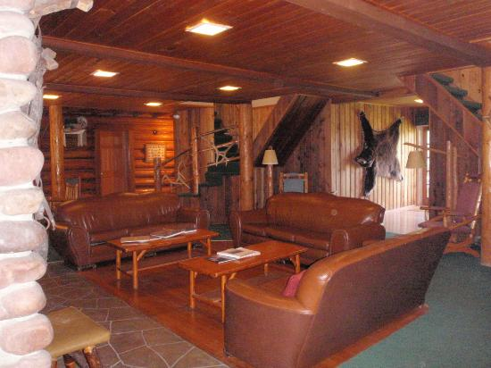 Averill's Flathead Lake Lodge: Common area of the South Lodge