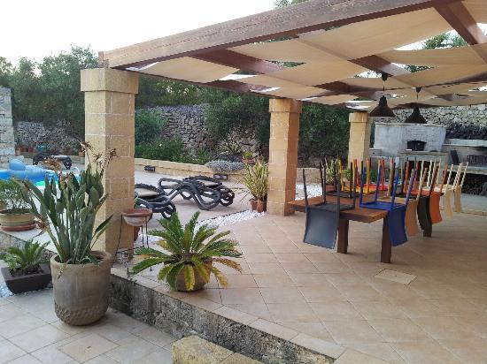 IOMAMMATAeTU: il patio grande sistemato dopo le colazioni e tutti al mare