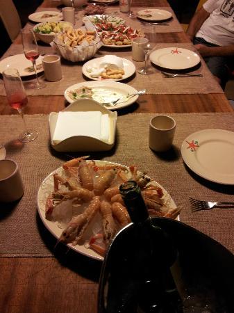 IOMAMMATAeTU: il tavolo apparecchiato per 12...per privacy le altre foto non si pubblicano ma che seratone !!!