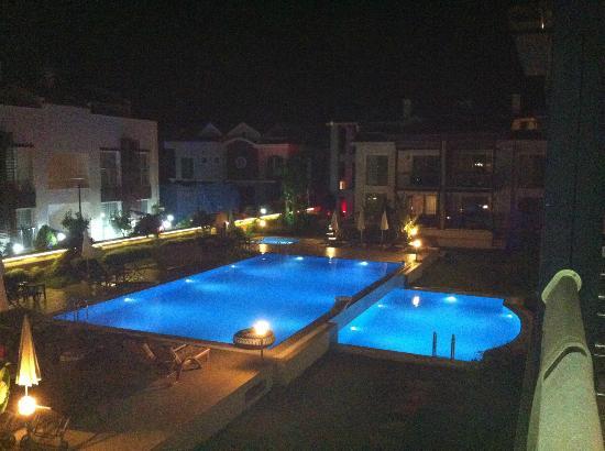 Diana Residence: PISCINA