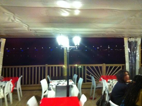 La cabane du chapus : terrasse vue pont d'oleron