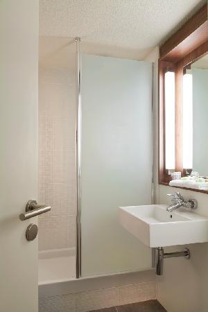Campanile Saint Quentin : Salle de bain