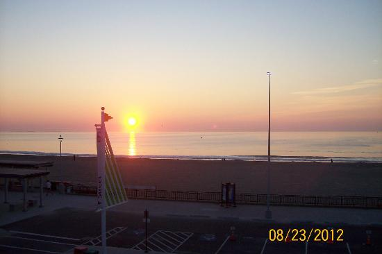 Boardwalk Inn: Watching the sunrise from our room.