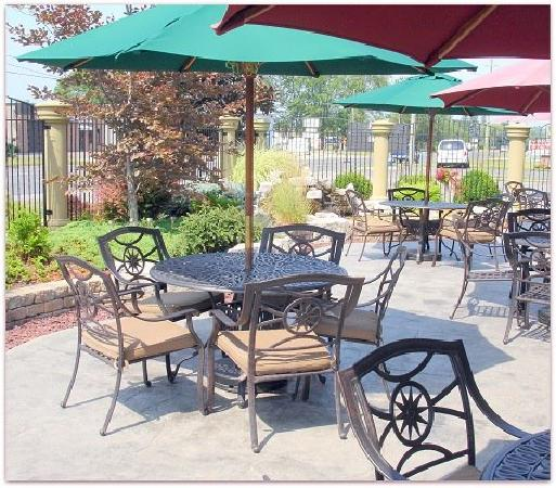 Rossini's Restaurant: Beautiful Patio for Summer Dining