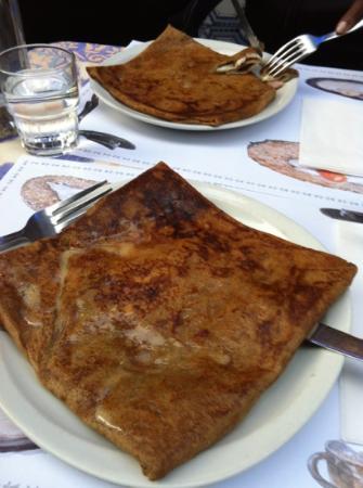 Creperie Sainte-Croix : crêpe l œuf est à l'intérieur ....