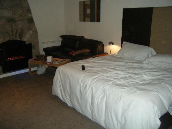 Aberdour Hotel & Restaurant: massive bedroom