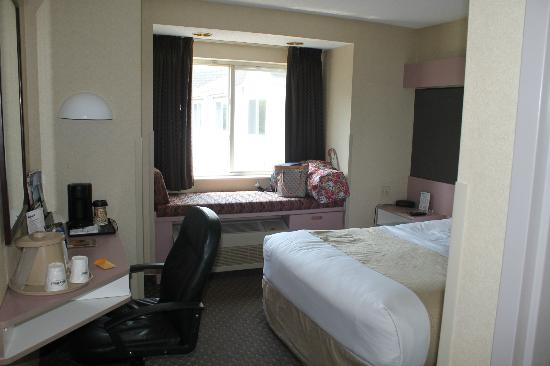 Microtel Inn by Wyndham Erie: Overall Room View