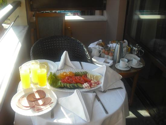 Porto Platanias Beach Resort & Spa: Our room service breakfast