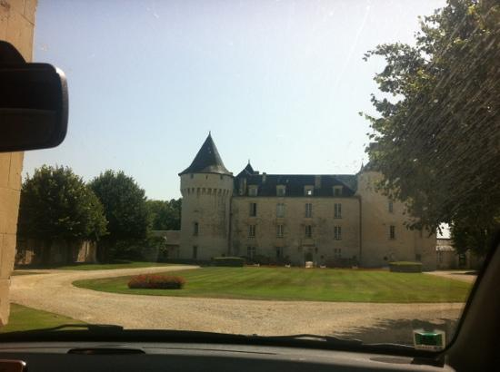 Chateau de Marcay: view of the chateau from the main entrance