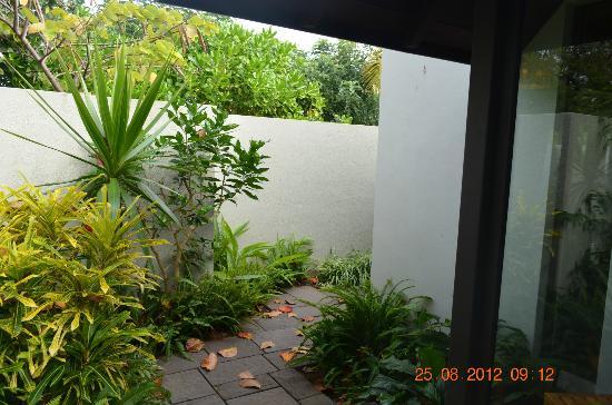 Four Seasons Resort Mauritius at Anahita: Backyard in Ocean Villa