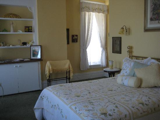 Captain Montague's Bed and Breakfast: Edith--guest room named for Capt. daughter