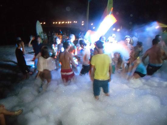 Club Kastalia: beach party e falò .... ed alle 7 di mattina tutto pulito ...!